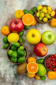 상위 뷰 신선한 과일 흰색 배경에 다른 부드러운 과일 건강 트리 색상 맛있는 베리 감귤류