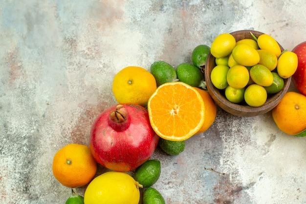 上面図新鮮な果物白い背景の木のさまざまなまろやかな果物おいしい写真熟した色健康ベリー柑橘類