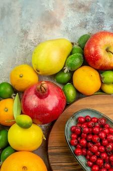 상위 뷰 신선한 과일 흰색 배경에 다른 익고 부드러운 과일