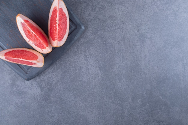 Top view of fresh grapefruit slices.