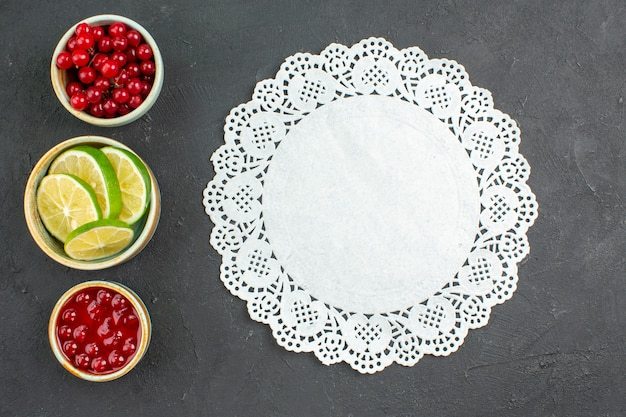 Top view fresh lemon slices with berries