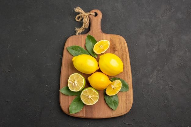 トップビューフレッシュレモンサワーフルーツ、ダークテーブルフルーツシトラスライム