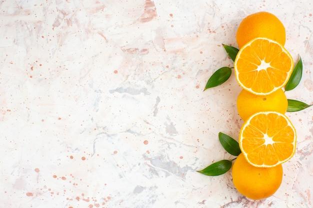 Mandarini freschi vista dall'alto su spazio libero superficie luminosa