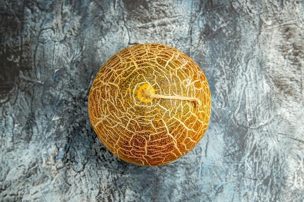 Melone fresco vista dall'alto su mellow dolce estivo di frutta da tavola scura