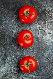 Pomodori rossi freschi di vista superiore