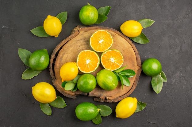暗いテーブルライム柑橘系の果物の上面図新鮮なサワーレモン