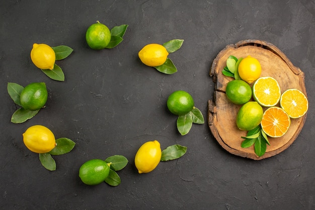 어두운 회색 테이블 라임 과일 감귤에 상위 뷰 신선한 신 레몬