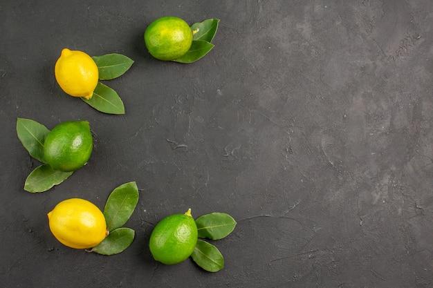 ダークテーブルフルーツライムシトラスのトップビューフレッシュサワーレモン