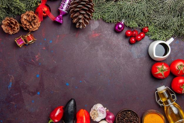 Vista dall'alto di verdure fresche su nero