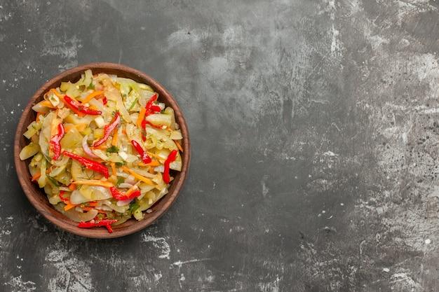 그릇에 멀리 샐러드 야채 샐러드에서 상위 뷰