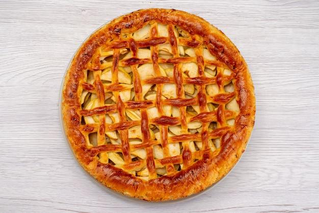 Una torta di frutta vista dall'alto rotondo deliziosa sulla frutta biscotto torta leggera scrivania