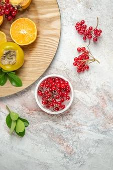 上面図果物の組成白いテーブルの上の新鮮な果物果物新鮮な熟した木の色