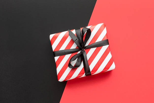 Вид сверху подарочная коробка киберпонедельник концепция