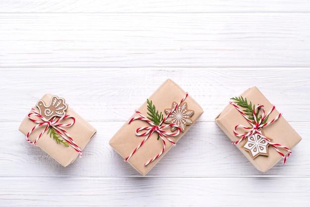 Подарочные коробки вид сверху на рождество