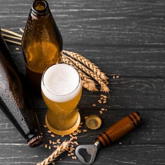 泡とビールの上面ガラス