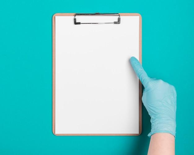 医療クリップボードを指して平面図手