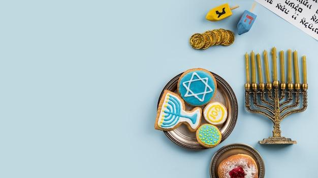 Vista dall'alto del concetto di hanukkah con copia spazio