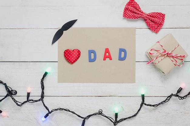 Vista superiore happy father day.red cuore e parola