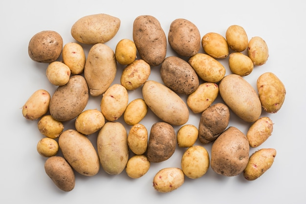 Вид сверху куча картошки