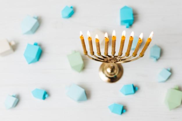 Вид сверху священный еврейский подсвечник