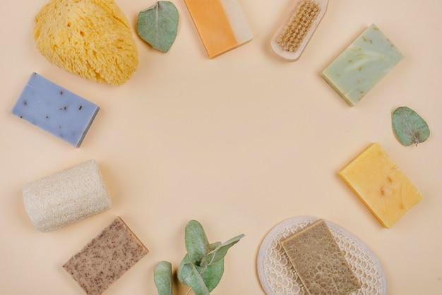 Вид сверху аксессуары для домашнего спа и мыло