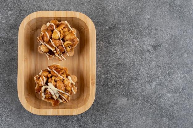 Vista dall'alto di biscotti fatti in casa. biscotto gustoso con arachidi