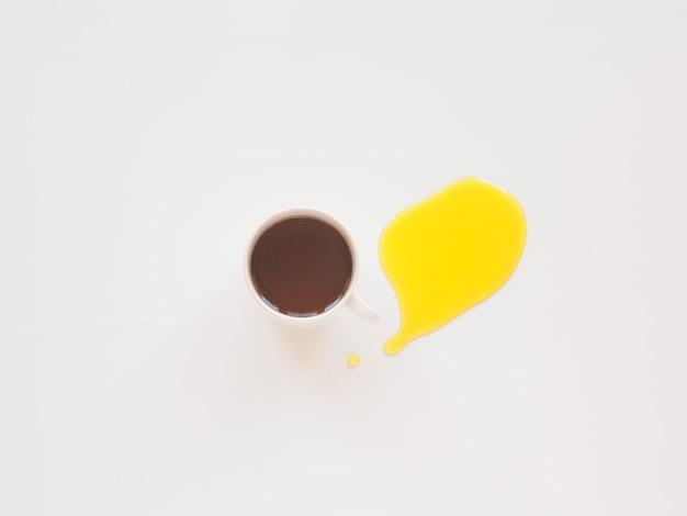 차 개념 모형의 컵 상위 뷰 꿀 시작 photo