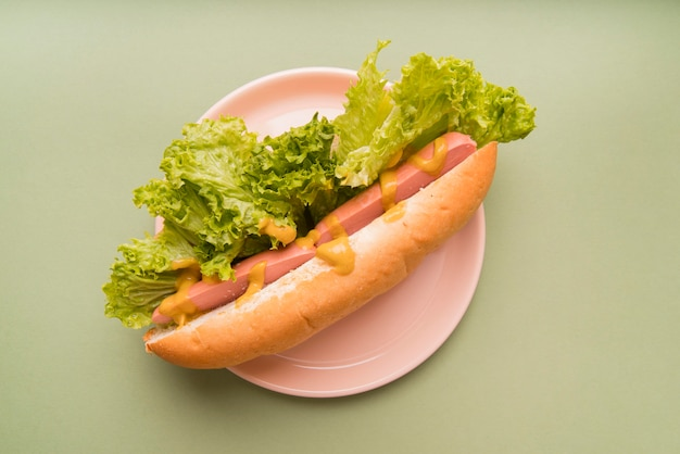 Hot dog di vista superiore sul piatto