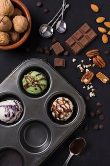 Concetto di gelato e cioccolato vista dall'alto