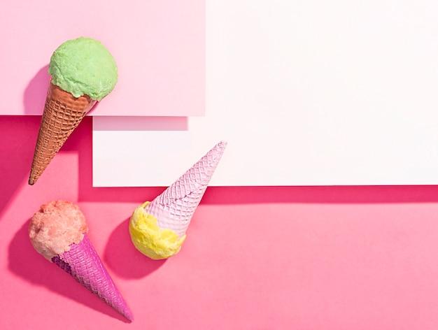 テーブルの上のトップビューアイスクリーム