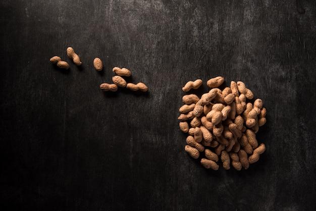 Вид сверху изображение сушеного арахиса