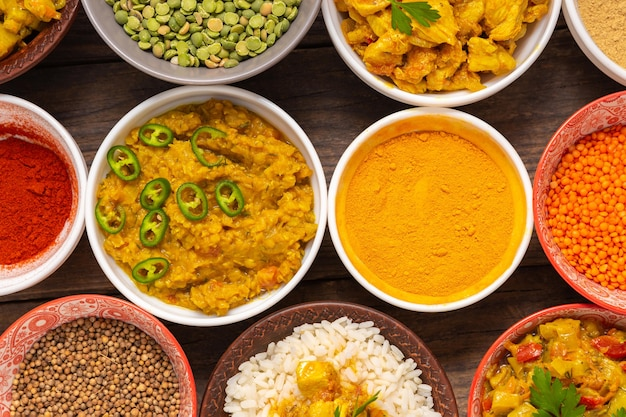 Assortimento di cibo indiano vista dall'alto