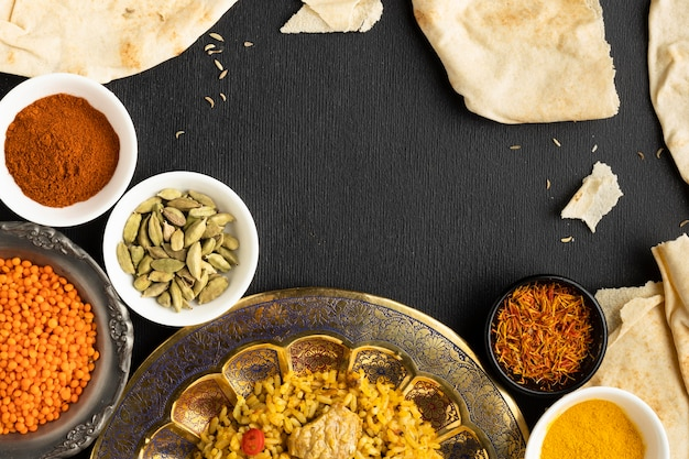 Vista dall'alto spezie indiane e cibo