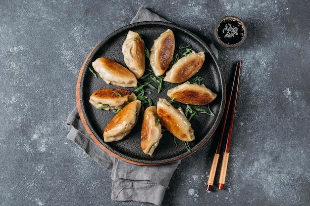 상위 뷰 일본 만두 모듬