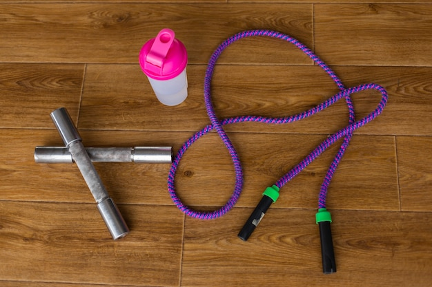 Top view of jump rope and metal weights