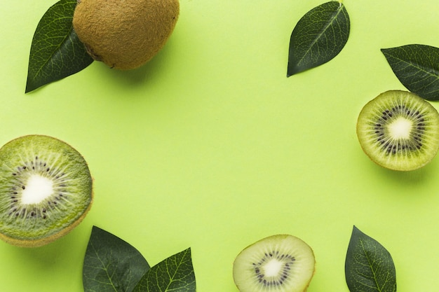 Top view of kiwi and leaves with copy space