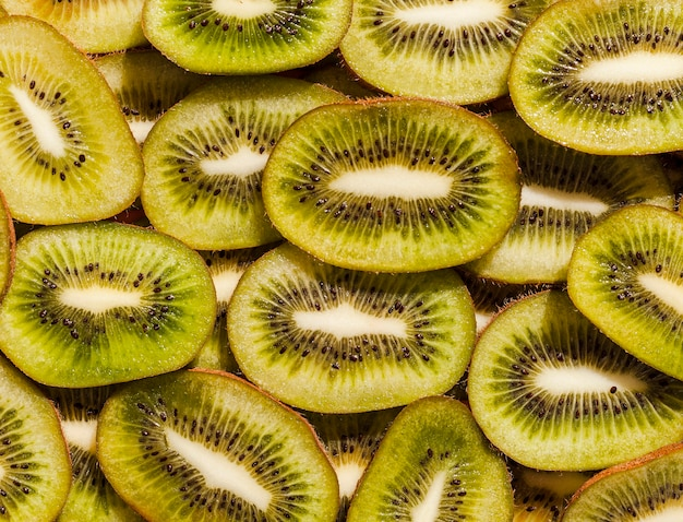 Top view kiwi slices arrangement