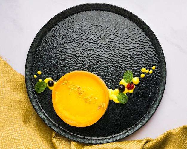 Вид сверху лимонный пирог