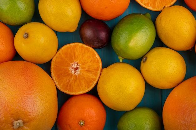 Limoni vista dall'alto con arance pompelmo e limette