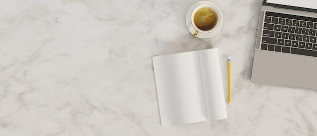 Вид сверху мраморный фон мраморная столешница с ноутбуком пустой ноутбук место для кофе для текста