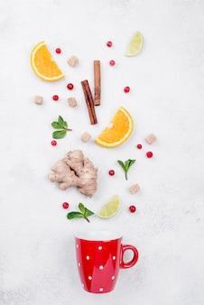 Vista dall'alto assortimento minimalista di diversi ingredienti