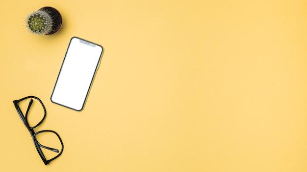 Вид сверху макет смартфона с копией пространства