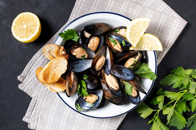 Top view mussel shells with lemon slices