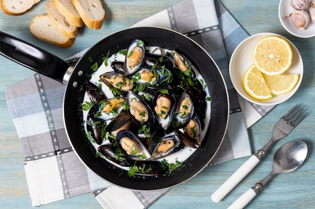 Top view mussels with parsley and lemon
