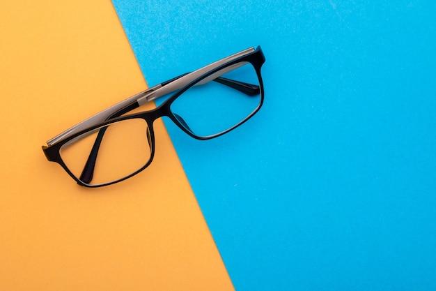 トップビューの新しい眼鏡
