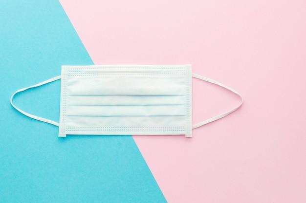 トップビューピンクと明るい青の新しい防護マスク
