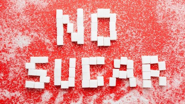 机の上に砂糖のメッセージがない上面図