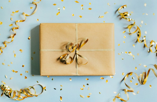 Вид сверху на подарочную коробку