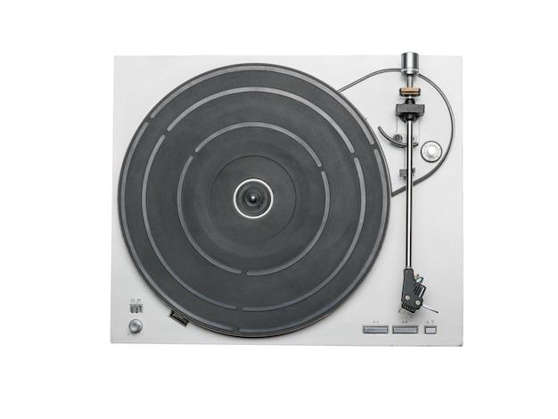 흰색 절연 비닐 레코드 플레이어의 상위 뷰. 음악 재생을위한 복고풍 장비.