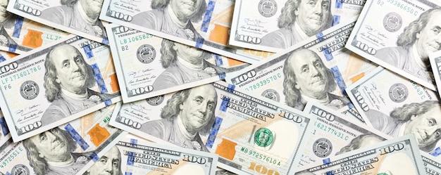 Вид сверху американского денежного фона. куча наличных долларов. концепция бумажных банкнот.
